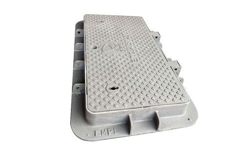 What are the advantages of resin manhole cover material?