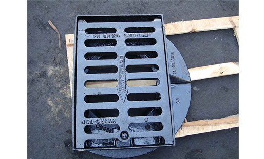 What should be paid attention to when installing ductile iron manhole covers?